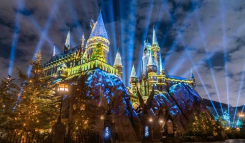 """""""The Magic of Christmas at Hogwarts Castle"""" light projection spectacular runs nightly as part of Christmas in The Wizarding World of Harry Potter at Universal Studios Hollywood through Sunday, Jan. 6. (Photo courtesy of Universal Studios Hollywood)"""