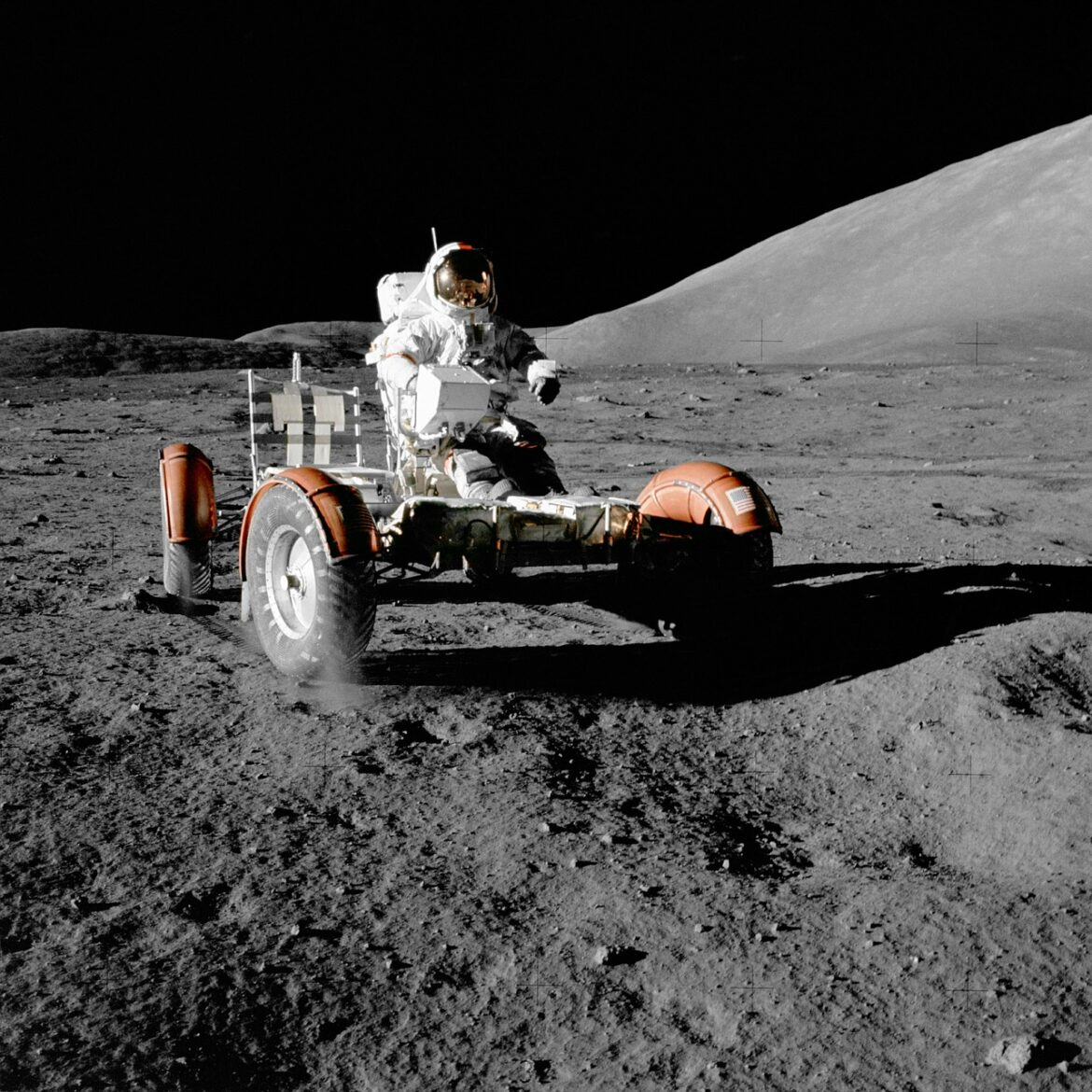 moon-vehicle-67521_1280