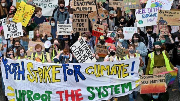 Scottish students participate in global climate protest